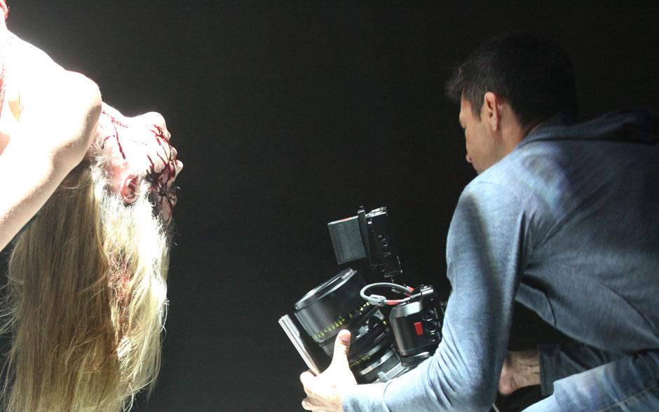 Para a cena assustadora em que Edu imagina Vera como uma de suas vítimas, Luana Piovani usou uma caracterização aterrorizante
