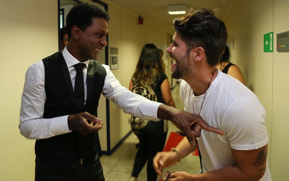 Luís Miranda e Bruno Gagliasso se encontram nos bastidores do Melhores do Ano