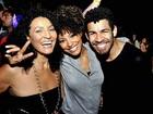 Sheron Menezzes reclama de fotógrafos em festa de novela