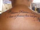 Fã brasileira faz tatuagem para Ashton Kutcher