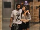 Thaila Ayala e Paulinho Vilhena vão a shopping juntos