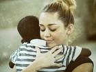 Manifestante critica vídeo de Miley Cyrus em prol de movimento social