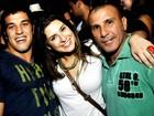 Festa reúne time de famosos em favela carioca