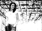 Alexandra Martins mostra sua alegria e beleza em ensaio para o EGO