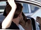 Eva Mendes e Ryan Gosling trocam beijos em Los Angeles