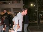 Cássio Reis vai com o filho ao Copacabana Palace