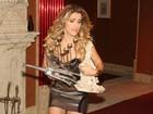 Ingrid Guimarães grava 'Macho Man' com microvestido