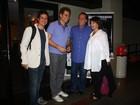 Tony Ramos vai com a mulher assistir à peça de Edson Celulari