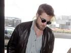 Robert Pattinson circula com a barba grande e mal feita em Los Angeles