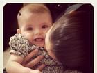 Mulher de Kaká comemora os seis meses da caçula Isabella no Twitter