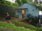 Mulher Melão se emociona ao visitar a casa de Roberto Carlos