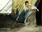 Julianne Trevisol mostra faceta de modelo em editorial