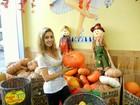 Mariana Fusco compra abóboras para Halloween nos EUA