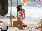 Mariana Rios posa para grife de roupas na praia de Grumari, no Rio