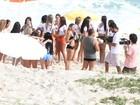 Musas do Brasileirão se reúnem na praia da Reserva, no Rio