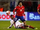 Jogador Valdivia teria ameaçado fotógrafo após flagra com loira