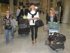 A top Karolina Kurkova desembarca no Rio e segue para hotel