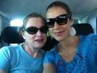 Grávida, Luana Piovani vai a feira de bebês com a mãe