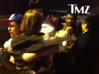 Após parar em vaga de deficientes, Usher é atacado por mulher revoltada