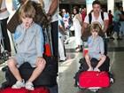Sem se importar com fotógrafos, Noah'limpa o salão' em aeroporto