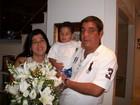Mônica, mulher de Zeca Pagodinho, faz 40 anos e ganha flores do marido