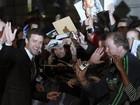 Justin Timberlake dá autógrafos para os fãs na pré-estreia de novo filme