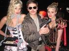 De shortinho coladinho, Zac Efron curte festa de Halloween