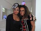Adriana Bombom curte festa de Halloween com as filhas