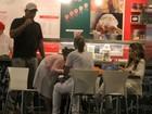 Elba Ramalho toma sorvete com as filhas e o ex-marido