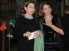 Fernanda Montenegro e Maitê Proença vão à peça de John Malkovich
