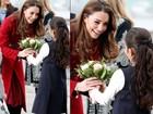 Kate Middleton ganha flores ao desembarcar na Dinamarca