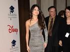 Após boatos de que Bieber é pai, Selena Gomez sorri em evento