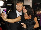 Leonardo DiCaprio é tietado por mulher de diretor em première