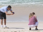Otaviano Costa fotografa a filha em praia carioca