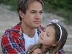 Chris Durán grava clipe gospel com a filha na praia da Barra, no Rio