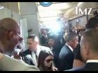 Kim Kardashian volta aos Estados Unidos e enfrenta caos no aeroporto