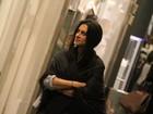Cleo Pires usa visual exótico durante passeio em shopping carioca