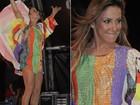 Claudia Leitte mostra as pernas em apresentação em Manaus