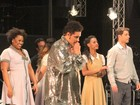 Lília Cabral e Malvino Salvador aplaudem espetáculo sobre 'Tim Maia'