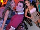 Nicole Bahls ataca de shortinho de onça na noite carioca