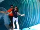 Latino e a namorada aproveitam viagem aos EUA para ir à Disney
