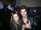 Sem Adriana, Rodrigão curte festa de Halloween vestido de vampiro
