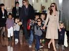 Angelina Jolie e Brad Pitt viajam com os filhos para o Japão