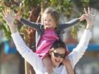 Grávida, Jennifer Garner exibe barrigão em passeio com a filha