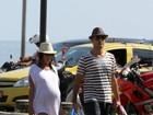 Prestes a dar a luz, mulher de Ricardo Pereira curte praia no Rio