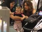 Letícia Spiller passeia com a filha (superfofucha!) no Rio
