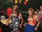Ex-BBB Anamara faz dancinha sensual em Salvador