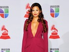 Uau! Demi Lovato usa decote arrasador para ir a prêmio de música