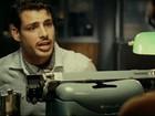 Cauã Reymond aparece de bigode em trailer de filme. Assista!