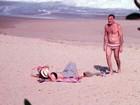 Pedro Bial namora em praia do Rio de Janeiro
